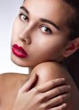 Close-up van schoonheid met rode lippen Stock Foto's