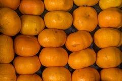 Close-up van sinaasappelen op een markt stock afbeelding