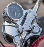 Close-up van snelheidsmeterstuur en het controlebord van een motorfiets royalty-vrije stock fotografie