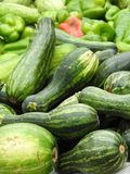 Close-up van sommige verse groenten: courgette en peper royalty-vrije stock fotografie