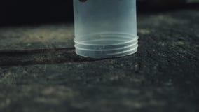 Close-up van spin onder plastic container stock videobeelden