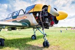 Close-up van sportenvliegtuig met open motor Royalty-vrije Stock Afbeelding