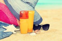 Close-up van strandtoebehoren op zand Wipschakelaars Stock Foto
