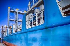 Close-up van Stuurboordkant van Overzeese die Tanker bij Pijler wordt vastgelegd royalty-vrije stock afbeelding