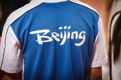 Close-up van T-shirt met het Embleem van de Spelen van de Zomer van Peking Stock Afbeelding
