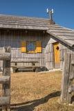 Close-up van traditioneel houten plattelandshuisje op Velika Planina Stock Afbeelding