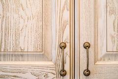 Close-up van uitstekende houten keukenkast Royalty-vrije Stock Foto
