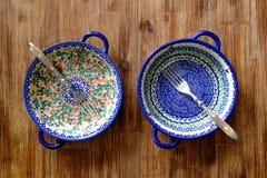 Close-up van uitstekende platen met kleurrijke ornamenten Royalty-vrije Stock Foto's