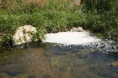 Close-up van verontreinigd water Stock Foto's
