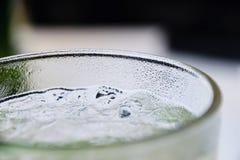 Close-up van Verse Mojito-Cocktail in Glas met Ijsblokjes Stock Afbeelding