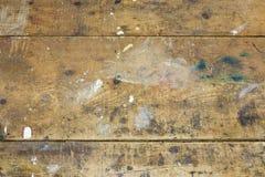 Close-up van versleten houten planken op de handige bank van de mensenworkshop Stock Afbeelding