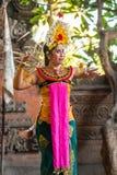 Close-up van vrouwelijke danser bij de Dansstudio van Sahadewa Barong in Banjar Gelulung, Bali Indonesi? royalty-vrije stock foto