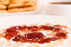 Close-up van wafel met aardbeijam Royalty-vrije Stock Afbeelding