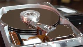 Close-up van werkende computerharde schijf lezing en het schrijven gegevens stock footage