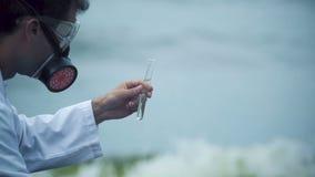 Close-up van wetenschapper ontevreden met waterkwaliteit, milieuproblemen stock footage