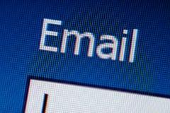 Close-up van woord E-mail op het LCD scherm Stock Foto's