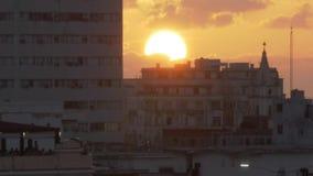 Close-up van Zonsondergang over Havana Cuba wordt geschoten die stock videobeelden