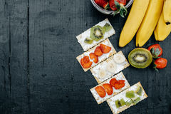 Close up of a variety of crackers with cheese and fruits: banana Royalty Free Stock Photos