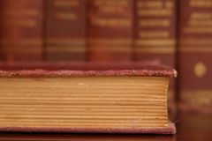 Close up velho do livro gasto imagens de stock