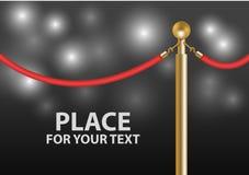Close-up vermelho da barreira da corda de veludo com luz instantânea Fotografia de Stock Royalty Free