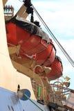 Close up vermelho dos barcos salva-vidas fotografia de stock