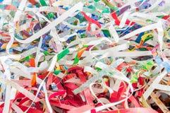 Close-up verscheurd document textuur en hergebruiks kleurrijk papierafval van documentachtergrond Selectief nadrukbeeld royalty-vrije stock foto's