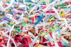 Close-up verscheurd document textuur en van de hergebruiks kleurrijk kleur papierafval van document Selectief nadrukbeeld royalty-vrije stock foto