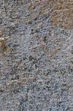 Close up vertical Stonewall sujo Textured rústico natural detalhado resistido envelhecido velho da textura de Grey Coarse Concret Fotos de Stock