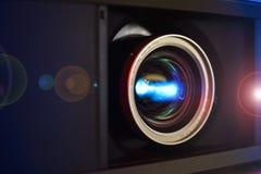 Close-up video COMPLETO da lente do projetor de HD Fotografia de Stock