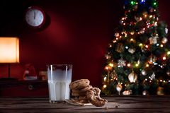 Close up view of glass of milk with cookies on color back Royalty Free Stock Photos