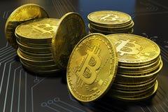 Close-up virtual do dinheiro de Bitcoin do ouro na placa de circuito imagem de stock royalty free