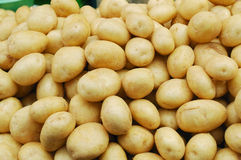Close up of white potatoes on market stand Royalty Free Stock Photography