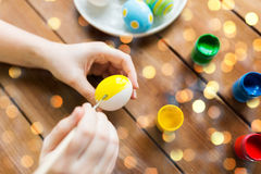 Close up of woman hands coloring easter eggs Royalty Free Stock Photos