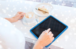 Close up of woman with tablet pc drinking coffee Royalty Free Stock Photos