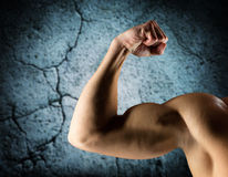 Close up of young man flexing and showing biceps Royalty Free Stock Photos