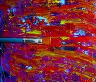 Close-upachtergrond van borstel en palet Royalty-vrije Stock Afbeeldingen