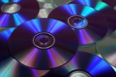 Close-upbeeld van DVDs en CDs Stock Foto's