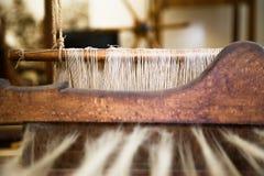 Close-upbeeld van een oud wevend Weefgetouw stock fotografie