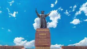 Close-upboomstam van pijnboomboom in het meer Kolsay 4K TimeLapse - September 2016, Alma Ata en Astana, Kazachstan stock videobeelden