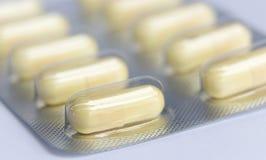Close-upcapsules en pillen in blaren worden ingepakt die Stock Foto's