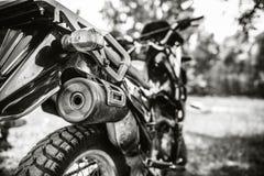 Close-upfoto van offroad motorfiets openlucht Stock Afbeeldingen