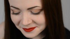 Close-upgezicht en wimpers van een mooie vrouw stock footage