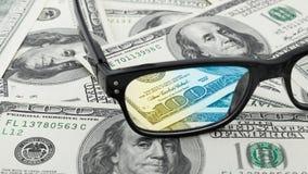 Close-upglazen op de V.S. 100 honderd dollarsrekening of bankbiljetachtergrond Royalty-vrije Stock Afbeelding