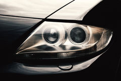 Close-upkoplampen van auto stock foto