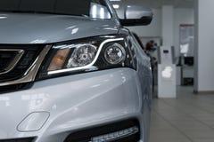 Close-upkoplampen van een moderne auto Detail op het voorlicht van een auto royalty-vrije stock foto