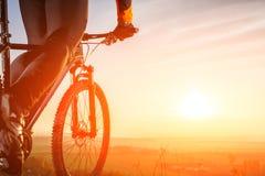 Close-upmening over een fietser van onderaan Royalty-vrije Stock Foto