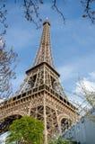 Close-upmening van de toren van Eiffel in Parijs, Frankrijk Stock Foto's