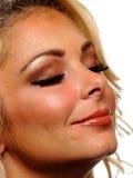 Close-upmening van een blond model met haar gesloten ogen Royalty-vrije Stock Fotografie