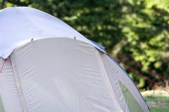 Close-upmening van een deel van een toeristentent De wandelaars kamperen detail Stock Fotografie