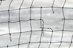 Close-upmening van een gebroken netto volleyball royalty-vrije stock fotografie